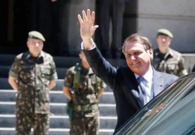 Bolsonaro assina Previdência militar sem idade mínima e com mais vantagens